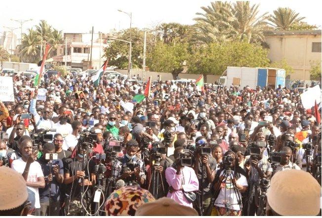 Place de la Nation: Des centaines de Sénégalais se rassemblent ce dimanche pour la criminalisation de l'homosexualité (Vidéo)