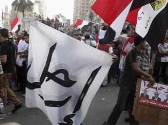 « Dégage », tel est le message adressé par les manifestants au président Morsi, le 30 juin 2013 ici à Alexandrie. REUTERS/Asmaa Waguih