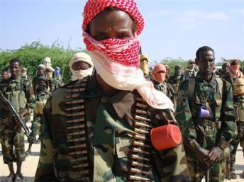 Combattants shebabs lors d'un entraînement militaire au nord Mogadiscio. AFP/TOPSHOTS/STRINGER