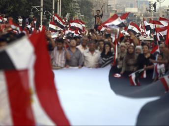 Des opposants au président Morsi devant le palais présidentiel au Caire, le 1er juillet 2013. Dalsh / Reuters