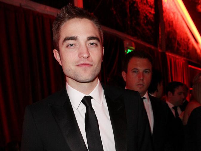 Robert Pattinson sort avec la petite fille d'Elvis Presley !