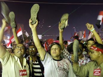 Des opposants au président Morsi, le 3 juillet place Tahrir au Caire. REUTERS/Mohamed Abd El Ghany