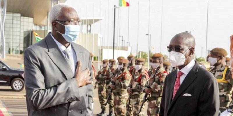 Mali: le président et le premier ministre de transition libérés, selon les militaires