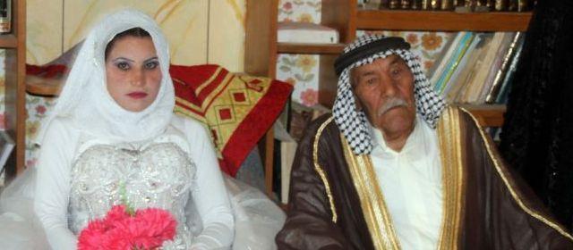Moussali Mohammed al-Moujamaie, un fermier irakien âgé de 92 ans, s'est marié, en secondes noces, avec Mouna Moukhlif al-Joubari, de 70 ans sa cadette
