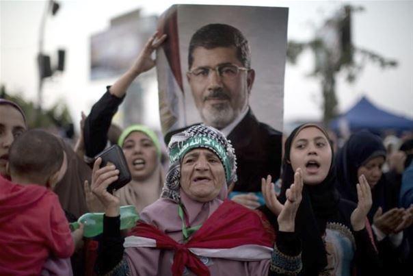 Egypte: Quinze morts au Caire, Al Nour rompt le dialogue politique