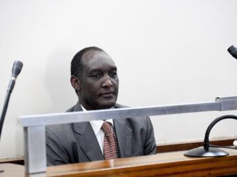 Le général en exil Kayumba Nyamwasa lors d'une audience au tribunal de Johannesburg, le 10 juillet 2012. AFP PHOTO / STEPHANE DE SAKUTIN