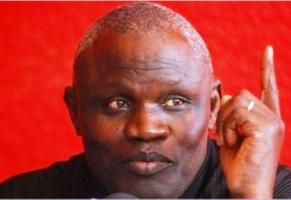 "Lutte : Gaston Mbengue fait un ""croc en jambe"" à Aziz Ndiaye"