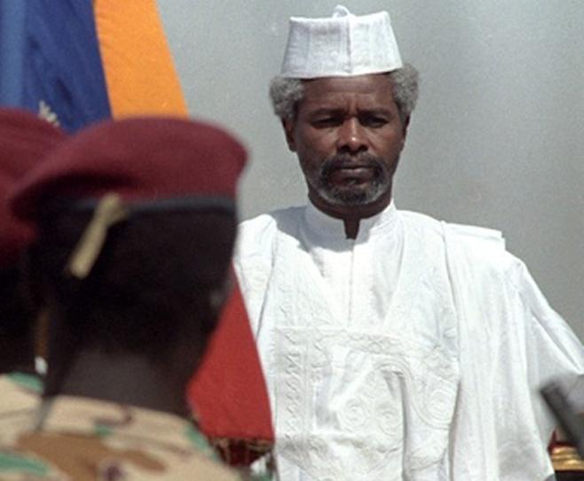 Mme Habré accuse Macky Sall et parle du calvaire de sa famille