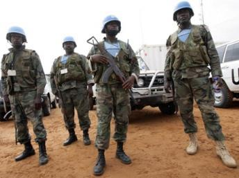 Des soldats de la Minuad dans le nord du Darfour. AFP/ASHRAF SHAZLY