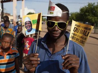Un partisan du candidat à l'élection présidentielle Ibrahim Boubacar Keita au Mali, le 13 juillet 2013. REUTERS/Joe Penney