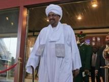 Omar el-Béchir sort de son hôtel à Abuja, le 14 juillet 2013. REUTERS/Afolabi Sotunde
