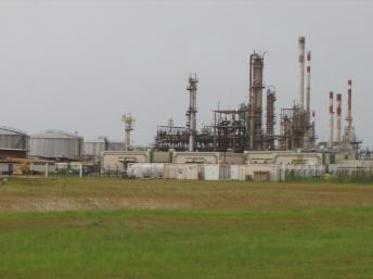 Le site pétrolier de Port-Gentil et les richesses du Golfe de Guinée attirent désormais les pirates. Creative Commons/AchilleT