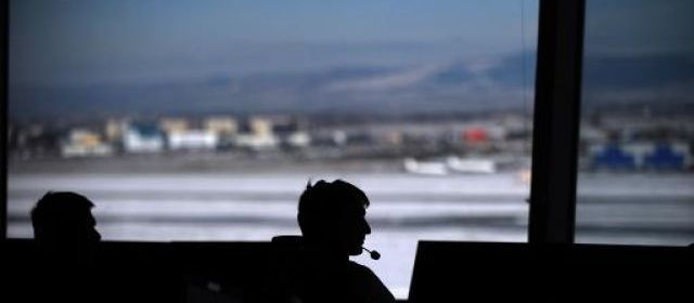 L'avion veut atterrir, le contrôleur fait la sieste...