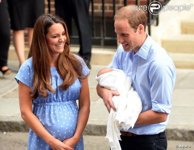 Kate Middleton : Bébé dans les bras, lookée et sans complexe, elle a tout bon
