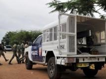 Les forces de sécurité se sont déployées en grand nombre et parfois lourdement armées à l'extérieur de la prison après la tentative d'évasion. Abidjan, le 24 juillet 2013.
