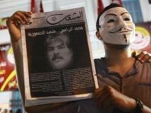 Un manifestant tient une image de l'opposant Mohamed Brahmi, pour protester contre son assassinat à Tunis, le 25 juillet 2013. REUTERS/Anis Mili