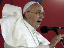 Le pape François prononce un discours durant les JMJ, sur la plage de Copacabana au Brésil, le 25 juillet 2013. REUTERS/Stefano Rellandini
