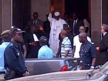 Hissene Habré, sortant des Chambres africaines après son inculpation, mardi 2 juillet 2013. RFI / Carine Frenk