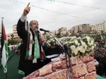 Le chef du Hamas, Khaled Mechaal, s'adressant à la foule lors des célébrations du 25e anniversaire de son mouvement, à Gaza, le 8 décembre 2012. REUTERS/Ahmed Jadallah