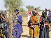 Au camp de Goudebou, au Burkina Faso, les 1030 réfugiés maliens qui se sont fait recenser attendent toujours leurs cartes d'électeur. AFP PHOTO / AHMED OUOBA