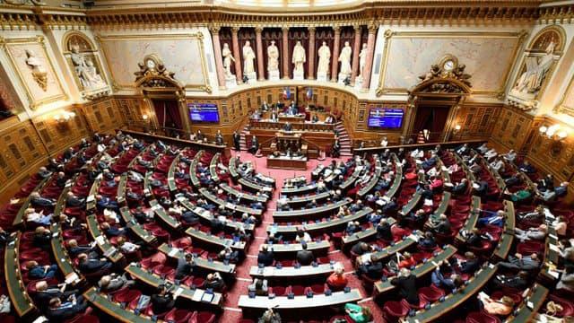 Loi programmation militaire en France: vote surprise du Sénat qui refuse de renouveler sa confiance
