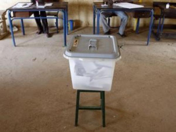Mali: début du vote dans les bureaux qui ouvrent au fur et à mesure