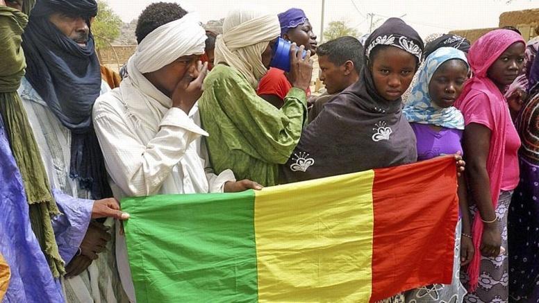 Présidentielle au Mali: les deux principaux camps affirment être en tête