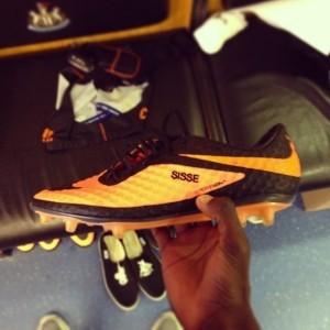 La grosse bourde de Nike sur les chaussures de Papiss Demba Cissé