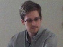 Affaire Snowden: le père de l'analyste américain encourage son fils à rester en Russie