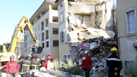 États-Unis: le bilan de l'immeuble effondré en Floride passe à 10 morts et 151 personnes disparues