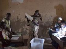 Le 28 juillet dernier, dans un bureau de vote de Tombouctou, à l'issue du scrutin. REUTERS/Joe Penney