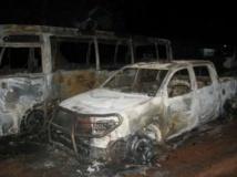 Véhicules incendiés après des manifestations étudiantes à Ouagadougou, le 1er août 2013. RFI/Yaya Boudani