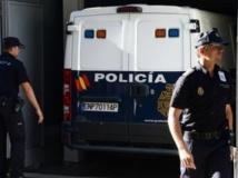 Un véhicule de la police espagnol transportant le pédophile Daniel Galvan Vina arrive au tribunal de Madrid, le 6 août 2013. AFP PHOTO/DOMINIQUE FAGET