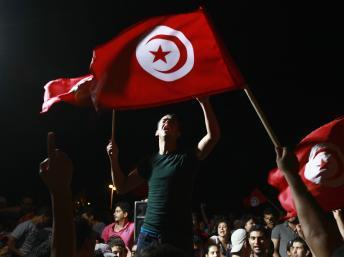 Tunisie: Chokri Belaïd célébré devant l'Assemblée dont les travaux sont suspendus