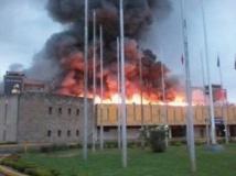 Les flammes ont ravagé une bonne partie de l'aéroport avant d'être maîtrisées en milieu de matinée ce marcredi 7 août 2013. Reuters