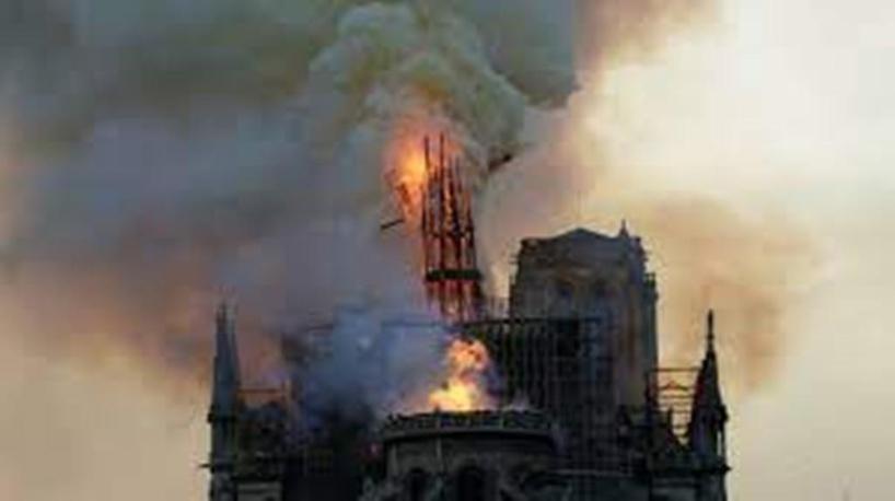 Incendie de Notre-Dame de Paris : plainte pour mise en danger de la vie d'autrui