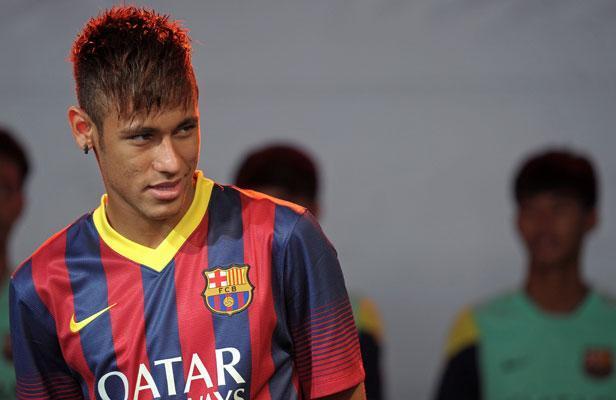 Opération des amygdales, anémie, perte de poids... De quoi souffre vraiment Neymar?