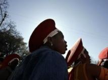 Le 9 août 2006, des Sud-Africaines commémorent le 50e anniversaire de la marche des femmes sur Pretoria. AFP PHOTO/GIANLUIGI GUERCIA