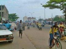 Dans les rues de Cotonou. RobNS/ Wikimedia commons