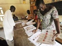 Un bureau de vote à Abidjan, le 11 août 2013. AFP PHOTO/ SIA KAMBOU