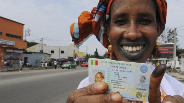 Une citoyenne malienne à Abidjan, le 11 août 2013. AFP PHOTO/ SIA KAMBOU