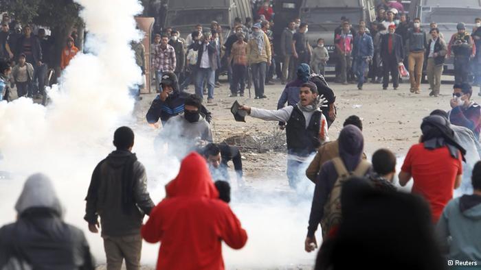 Egypte: l'état d'urgence décrété pour un mois, couvre feu instauré au Caire