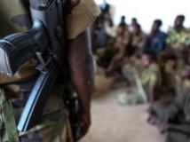 Le niveau de violence reste élevé en Centrafrique. Ici, un soldat encadre des enfants combattants libérés de plusieurs bandes armées. AFP PHOTO / JORDI MATAS/UNICEF