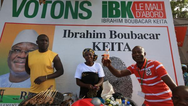 Devant le siège de campagne d'IBK, après l'annonce des premières tendances. RFI/Pierre René-Worm