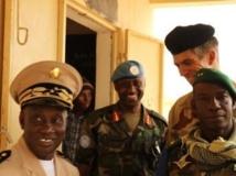 Les trois chefs d'état-major des forces au Mali, le général malien Ibrahima Dahirou Dembélé, le général rwandais Jean-Bosco Kazura, patron de la Minusma, et le général français De Saint-Quentin commandant de l'opération Serval à Kidal. RFI/Claude Verlon