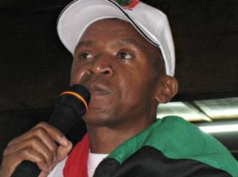 Agathon Rwasa (au centre), leader historique des FLN, en mai 2008. (Photo : AFP)