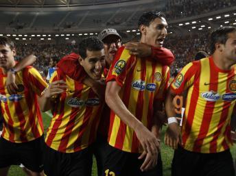 Les joueurs de l'Espérance Tunis, comme ceux des autres clubs, devront attendre pour fouler les pelouses du championnat de foot tunisien. REUTERS/Zoubeir Souissi