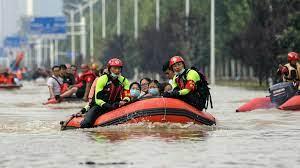 Inondations en Chine : le bilan humain s'alourdit, des rues transformées en torrents de boue