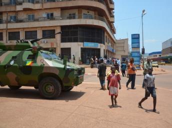 Un véhicule de la Fomac dans le centre de Bangui, en avril 2013. AFP PHOTO / Patrick Fort