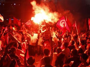 Tunisie: des milliers de manifestants demandent la démission du gouvernement